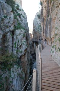 Die Schlucht wird teilweise bis 10 Meter eng.