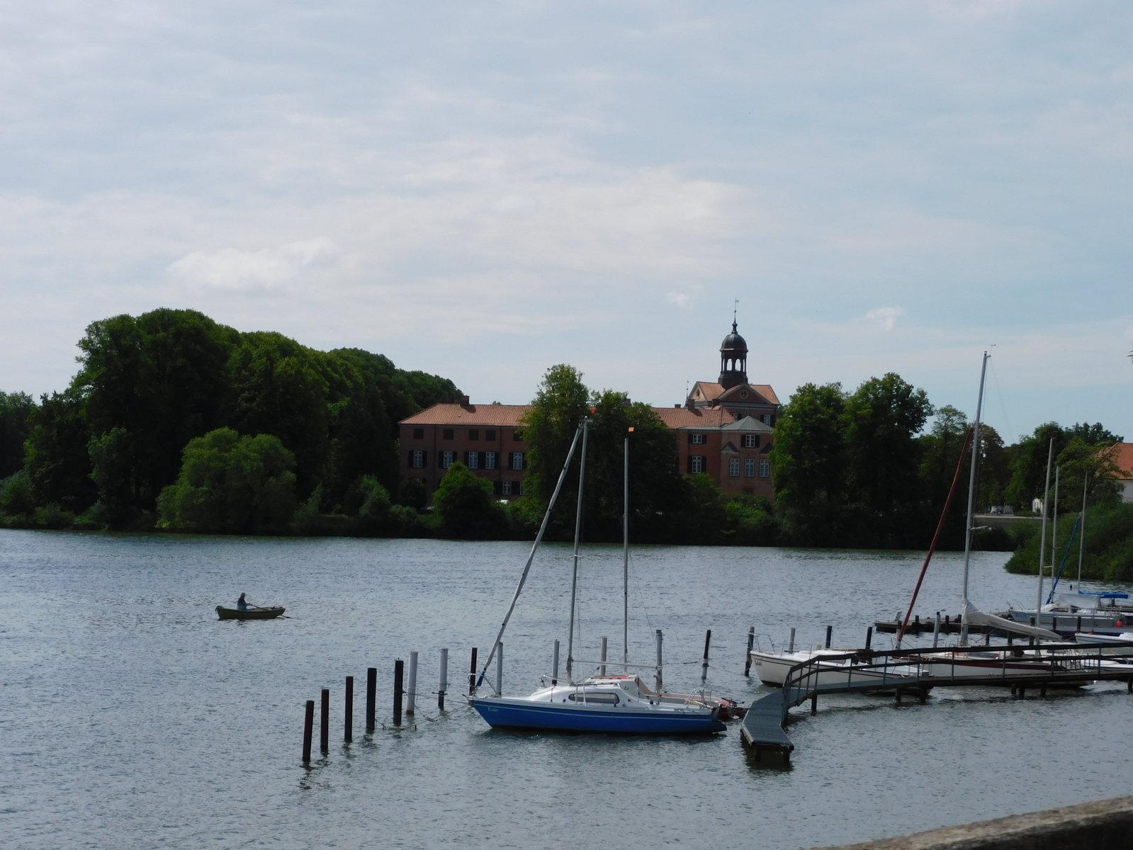 Schloss Eutin auf der anderen Seeseite