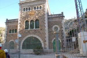 Am Eingang des Caminito steht ein einziges Gebäude, das Elektrizitätswerk.