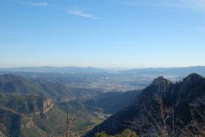 Man blickt von Montserrat Richtung Süden auf Barcelona.