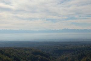 Blich über das Tal mit Hintergrund Pyrenäen.