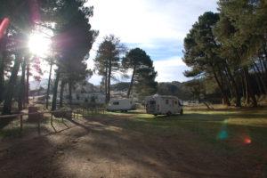 Der Grillplatz im Wald etwas außerhalb von Alhama mit unseren beiden Wohnmobilen.