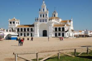 die weiß getünchte Ermita del Rocio in welcher die heilige Jungfrau steht