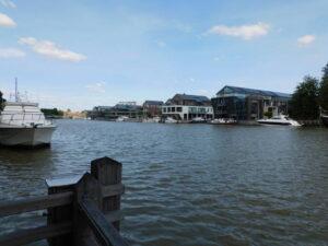 Hafenbecken Leer