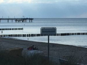 Nichtraucherstrand Heiligendamm, ein Schild am Strand weist darauf hin