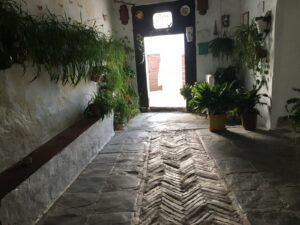 Patio mit orginal Fischgrätenboden aus maurischer Zeit
