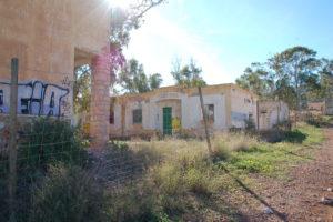 vor langer Zeit verlassenen Häuser, zum Teil am einstürtzrn