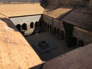 der obere Kreuzgang vom Dach aufgenommen