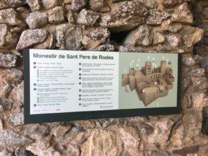 Auf der Schautafel werden die Gebäude des Klosters erklärt