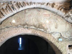 eine leider nur schlecht erkennbare Wandmalerei aus dem 9. Jahrhundert
