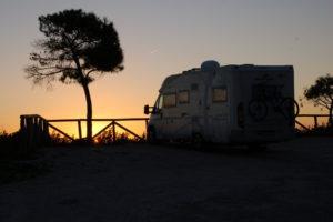 Mein Wohnmobil vor dem Sonnenuntergang