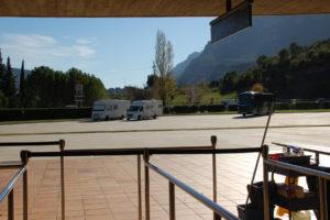 Mein Womo steht auf dem großen Parkplatz der Zahnradbahn Montserrat.